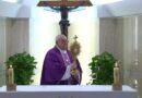 Il Papa a Santa Marta : si comincia a vedere gente che non ha da mangiare, la Chiesa stia vicino a chi soffre.