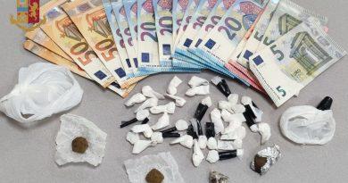 Dieci persone arrestate tra cui un minore e  uno denunciato . Sequestrati oltre 3 kg di droga